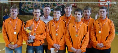 A.Strakalaitis pirmas iš kairės, L.Urmanavičius ketvirtas iš kairės.